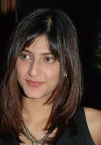 Now Shruti Haasan sings for Kannada film