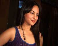 Vindu, Sonakshi fight it out on scrabble