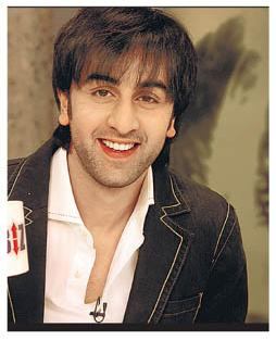 Ranbir Kapoor awards Rs.500,000 to Pepsi campaign winner