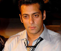 Salman felicitates workers of Film City