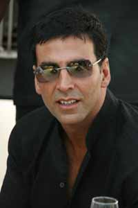 'Housefull 2' shoot kicks off with Akshay's parachute stunt