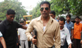 Akshay Kumar promotes Khatta Meetha  inspecting the Roads of Mumbai