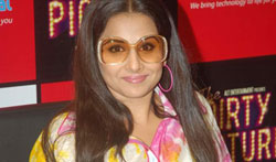 Vidya promotes Dirty Picture at Reliance Digital