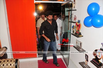 Kalyan Ram Launches Glitters Film Academy Gallery