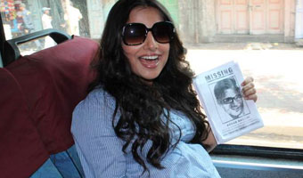 Vidya Balan Promote Movie Kahani By Bus In Mumbai