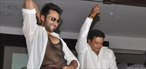 Jackky Bhagnani unveils Rangrezz Gangnam video at Dharavi