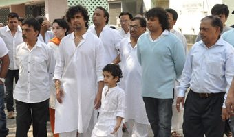 Sonu Nigam's mother dead, cremated