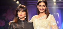 Sonam Kapoor Walks At IIJW 2014 Finale
