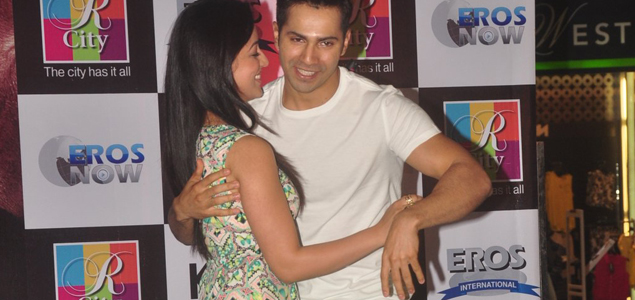 Varun And Yami Promote Badlapur At R City Mall