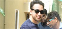Imran Khan snapped outside Nikhil Advani's office