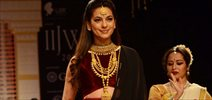 Juhi Chawla Walks For DIvyam At IIJW 2015