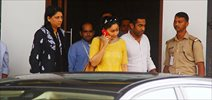 Manyata Dutt snapped at the airport after visiting Sanjay Dutt on his birthday