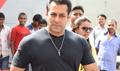 Salman Khan Arrives For Bajrangi Bhaijaan Facebook Fan Chat