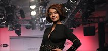 Surveen Chawla walks the ramp for Tanieya Khanuja at the Lakme Fashion Week 2015