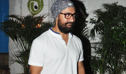 Aamir Khan snapped post dinner at Olive - Pictures