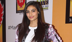 Athiya Shetty graces the 5th year celebations of Pheonix Market City Mall - Pictures