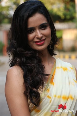 Picture 2 of Meenakshi Dixit