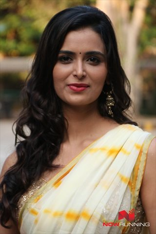 Picture 3 of Meenakshi Dixit