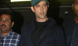 Hrithik Roshan snapped arriving back from Singapore - Pictures