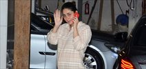 Kareena Kapoor snapped with baby bump post visit to her mother house in Bandra