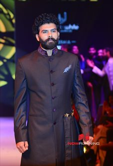 Picture 3 of Sunny Wayne