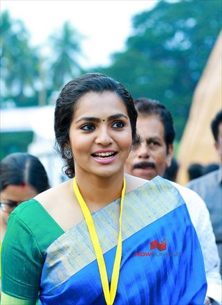 Picture 4 of Parvathy