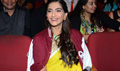 Sonam Kapoor Promotes Neerja at Cutting Chai Fest in National College