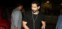 Shahid Kapoor snapped obliging his fans with selfie
