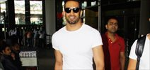 Upen snapped at the airport