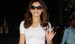 Urvashi Rautela snapped at the airport - Pictures