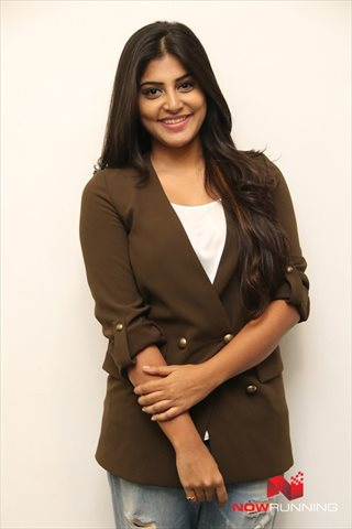 Picture 3 of Manjima Mohan