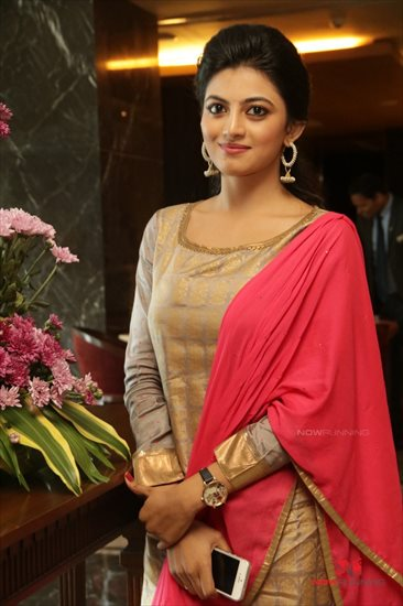 Picture 2 of Anandhi