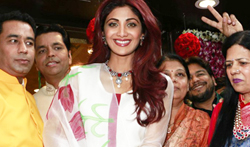 Shilpa Shetty inaugurates Varti Jewels in Juhu - Pictures