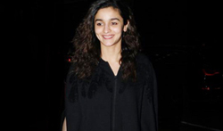 Alia Bhatt snapped at the airport while leaving for London - Pictures