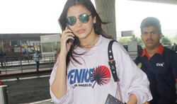 Anushka Sharma snapped at the airprt - Pictures