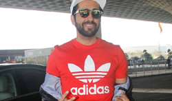 Ayushmann Khurrana snapped at the airport - Pictures