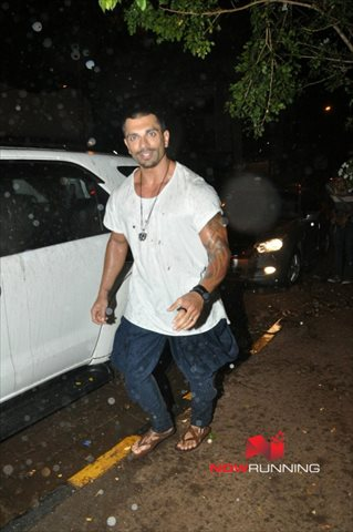 Picture 3 of Karan Singh Grover