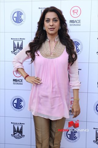 Picture 3 of Juhi Chawla