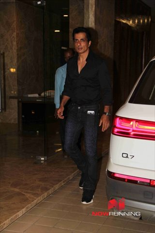 Picture 4 of Sonu Sood