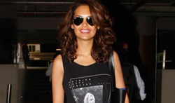 Esha Gupta snapped at the airprt - Pictures