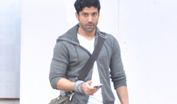 Farhan Akhtar snapped in Bandra - Pictures