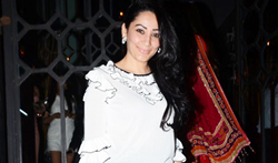 Manyata Dutt and close friends snapped post dinner at The Korner House - Pictures