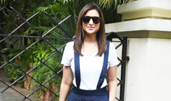 Parineeti Chopra snapped post salon session in Bandra - Pictures