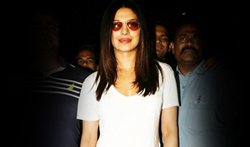 Priyanka Chopra returns from the USA - Pictures