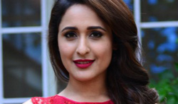 Pragya Jaiswal Stills from Gunturodu - Pictures