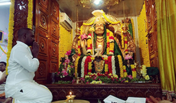 Raghava Lawrance Pray For Raghavendra Swamy Brindavanam Temple - Pictures