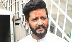 Ritesh Deshmukh snapped post ad shoot in Mumbai - Pictures