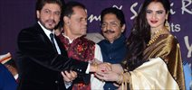 Shah Rukh Khan recieves the 4th Yash Chopra Memorial award by Rekha