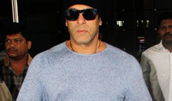 Salman Khan returns from Da-bangg Tour Concert in New Zealand - Pictures
