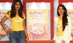 Shilpa Shetty and Pooja Makhija at the launch of 'Saffola Muesli' - Pictures